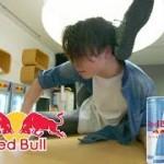 BboySIONやBboyDoltonなど、有名bboyがRedBullをかっこよく飲む動画